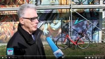 Vereinsvorsitzender Volker Hartmann über den Kunst-Würfel in Bischofsheim außergewöhnliche Exponat.